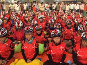 3 Per què 500 monges anant en bicicleata per l'Himalàia